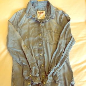 Mossimo light weight chambray button down